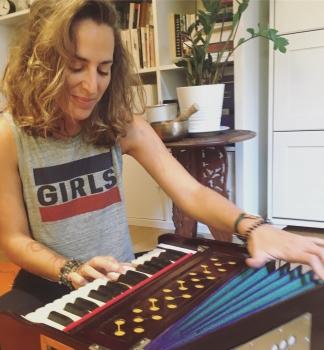 harmonium Anne-Julie yoga